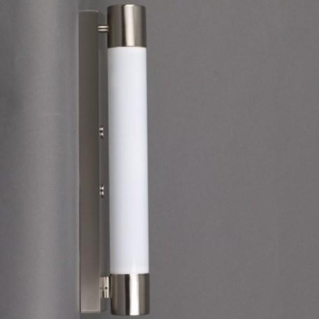 Matnikkelen, spatwaterdichte wandlamp in strakke Art deco uitvoering